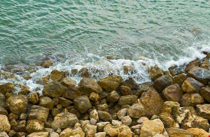 salou sea waves