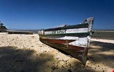maputo boat on the beach