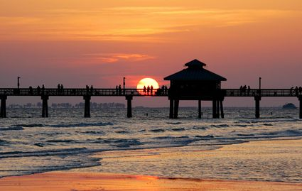 Photo Pier At The Sunset In Fort Myers Beach Pictures
