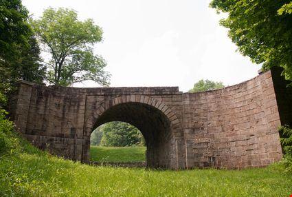 Arch bridge