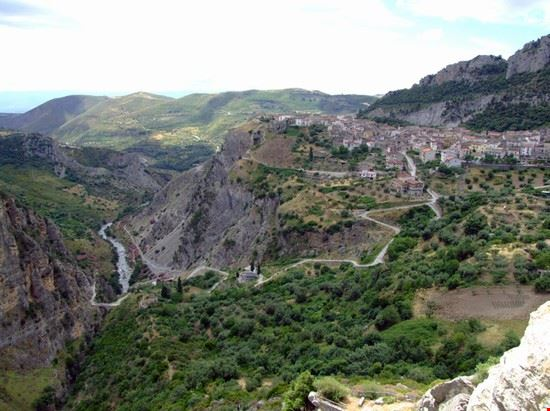 civita e il torrente Raganello