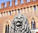 Antica statua del leone al Castello di Carimate