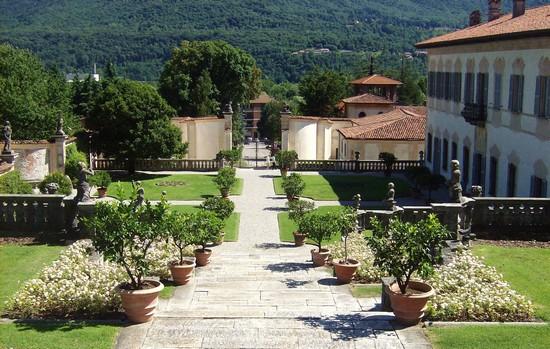 Vialetti D Ingresso Foto I Viali D Ingresso Alla Villa A Casalzuigno 550x349