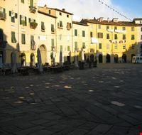 15541 lucca piazza anfiteatro