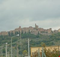 15824 panicale panoramica dal basso
