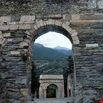 Acquedotto romano e Arco di Augusto