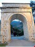 Arco di Augusto  (8 a.C.)