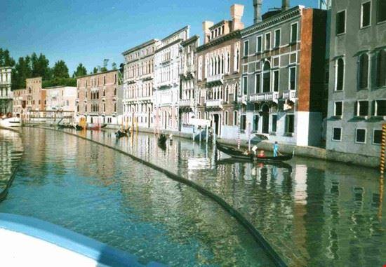 Un giro in gondola tra i canali di Venezia