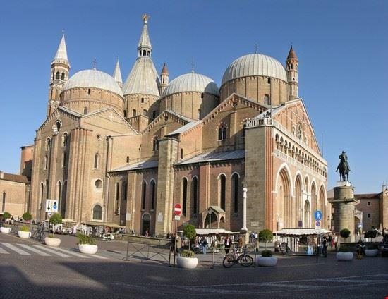 16176 padova la basilica