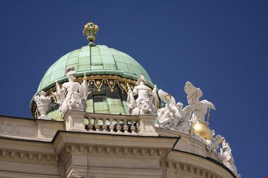 vienna una delle cupole del palazzo imperiale di hofburg