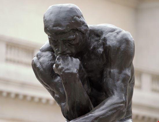 """Un particolare del """"Pensatore"""" di Rodin"""