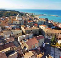 Un castella abitato si trova sulla costa ionica  cosentina