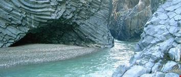 catania le gole del fiume alcantara