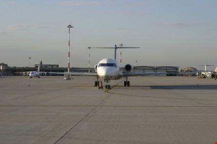Foto l 39 aeroporto guglielmo marconi di bologna borgo for Hotel bologna borgo panigale