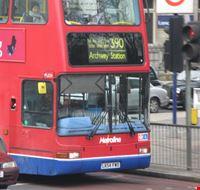 16883 londra uno dei bus in transito