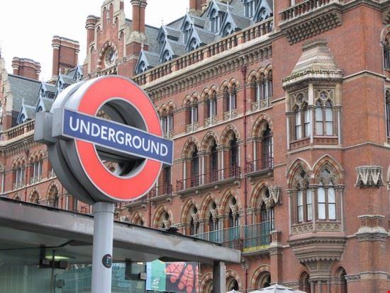 17200_londra_veduta_su_entrata_underground_londra