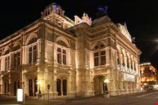 Il Wiener Staatsoper di notte