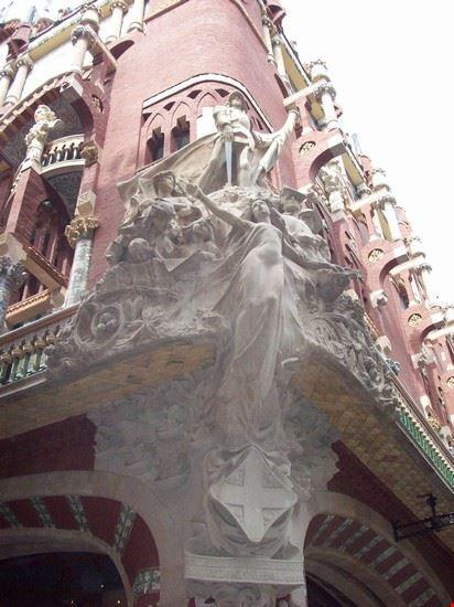 Particolare di un busto facciata laterale