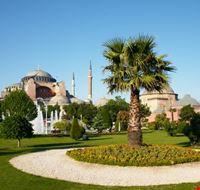 istanbul scorcio dei giardini e della basilica di santa sofia