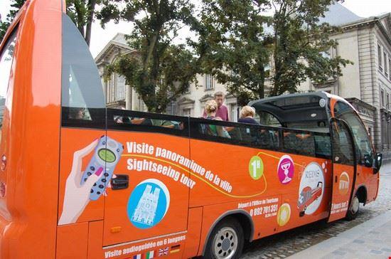 Un bel tour per scoprire Reims, a bordo del bus turistico.