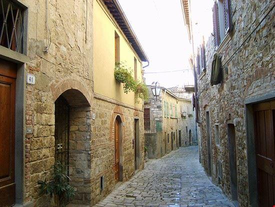 La strada principale del borgo