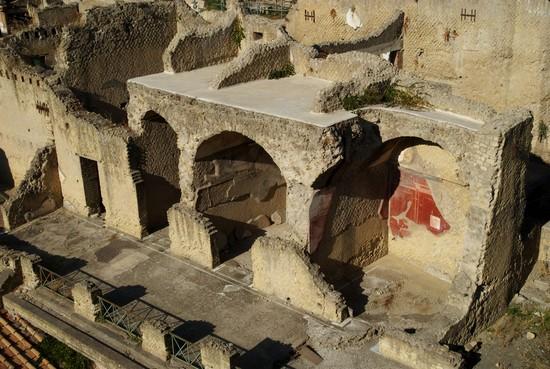 Gli scavi archeologici di ercolano attrazioni nei for Siti di foto