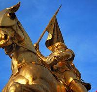 18071 parigi particolare della statua di giovanna d arco