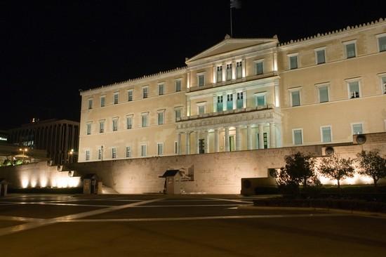 Foto il palazzo del parlamento in piazza syntagma a atene for Immagini del parlamento