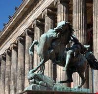 18163 berlino particolare di uno dei musei del museumsinsel
