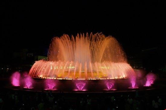 18188 barcellona la fontana magica di notte