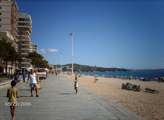 Foto la spiaggia di playa de aro a barcellona 550x403 for Villaggi vacanze barcellona