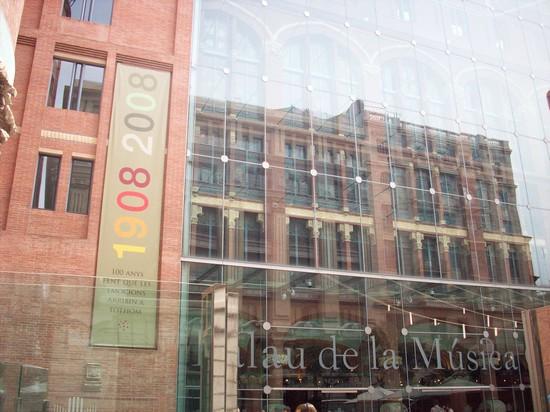 Foto esterno attuale del palau a barcellona 550x412 for Villaggi vacanze barcellona