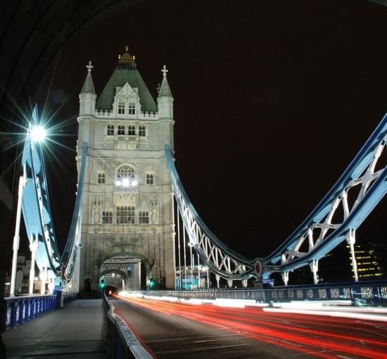 18379 londra il tower bridge di notte
