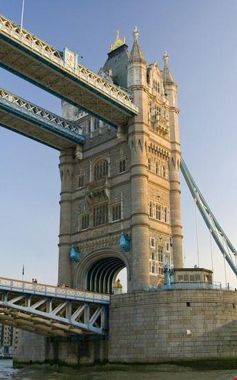 18380 londra particolare di una torre