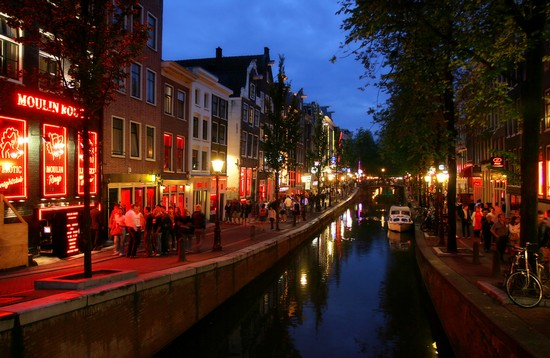 Foto red light district a amsterdam 550x358 autore for Ostelli a amsterdam