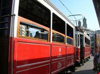 Il tradizionale tram rosso