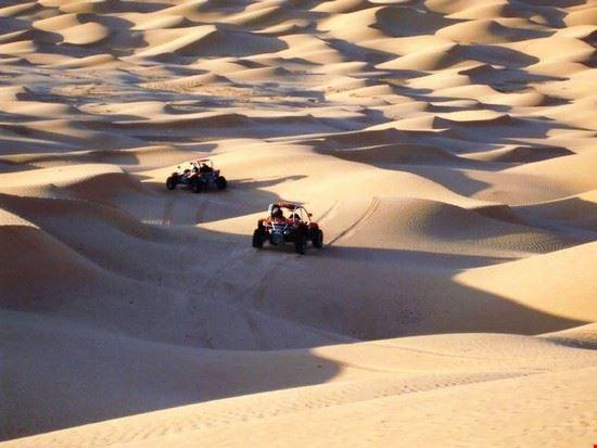 djerba il deserto e le dune da cavalcare a bordo dei buggy