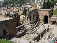 catania il teatro greco di taormina e una tappa obbligata del viaggio