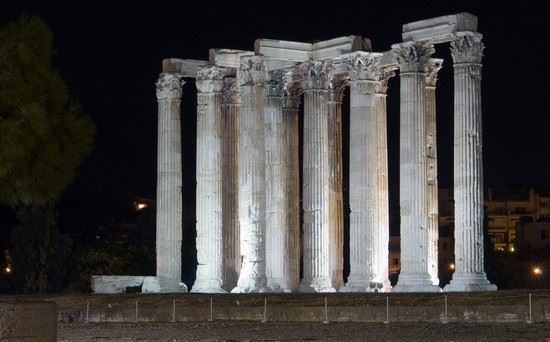 Il Tempio di Zeus Olimpo  illuminato