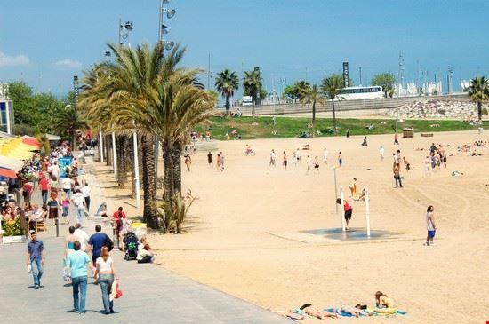 Foto spiaggia della barceloneta a barcellona 550x365 for Case vacanze a barceloneta