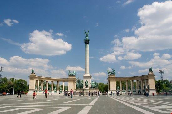 19047 budapest piazza degli eroi