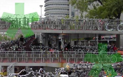 Foto parcheggio bici a amsterdam 484x302 autore elisa for Hotel amsterdam stazione