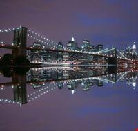 19343 new york il ponte di brooklyn di notte