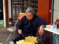 hong kong venditrice ambulante di patate arrosto