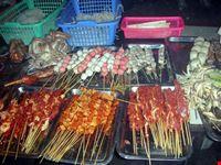 hong kong tipico banco di ristorante di strada contiene ogni genere di