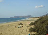 La spiaggia e sullo sfondo l'isola de Baixo