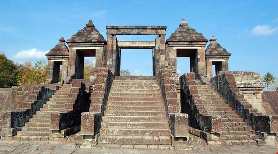 19856 surabaya ratu boko temple