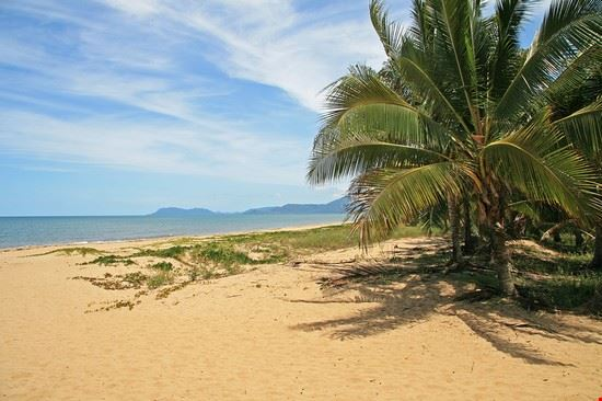 cairns beach in far north queensland