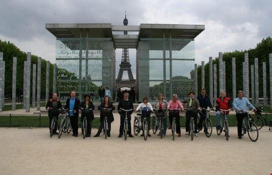 20590 paris paris bike tour paris along the seine