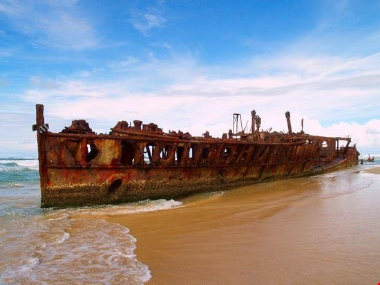21577 fraser island the maheno wreck